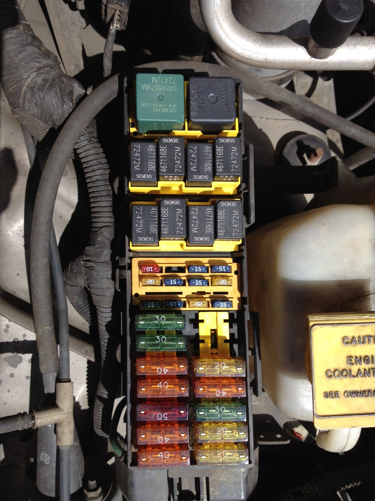 2000_Jeep_Cherokee_PDC_overhead jeep cherokee electrical 1997 2001 xj fuse & relay 1998 jeep grand cherokee under hood fuse box diagram at creativeand.co